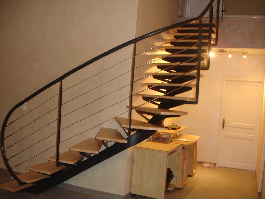 Peinture pour escalier bois int rieur for Peinture escalier bois interieur